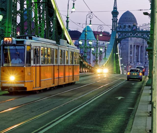 tram-2610528-1.jpg