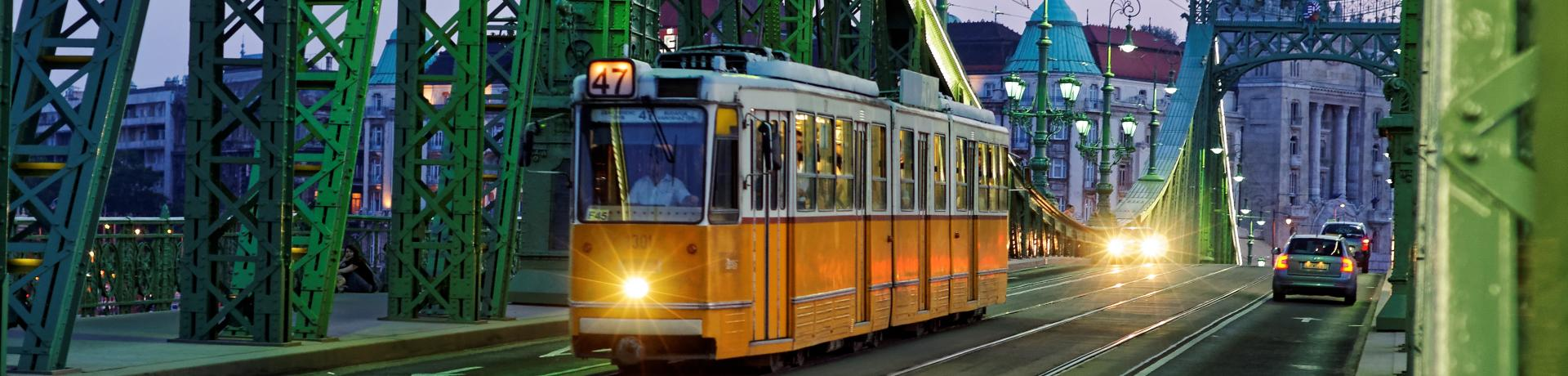 tram-2610528.jpg