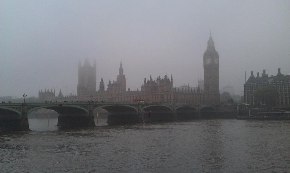 1024px-Westminster_fog_-_London_-_UK.jpg