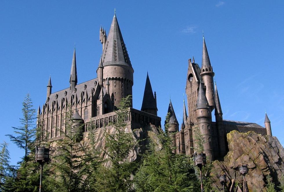 1024px-Wizarding_World_of_Harry_Potter_Castle.jpg