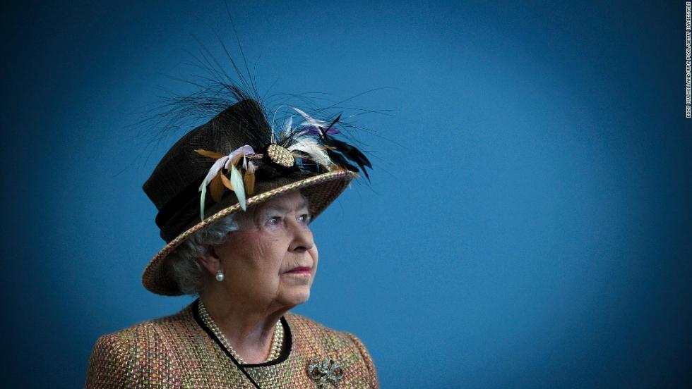 140805123053-01-queen-elizabeth-ii-0805-super-169.jpg
