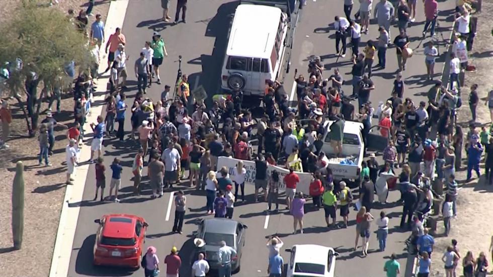 160319-arizona-anti-trump-protest-yh-0305p_8fe0e91c79f2bd79d1ed529b09cbe874.nbcnews-ux-2880-1000.jpg