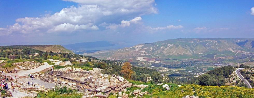 1920px-Umm_Qais_Galilee-Golan_panorama.jpg