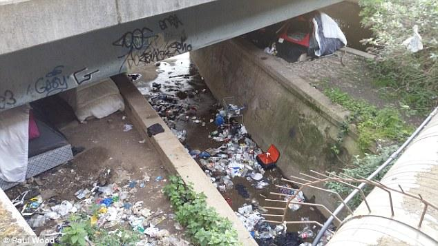 34EB5F4B00000578-3625089-Mess_Photos_show_tents_underneath_the_bridge_surrounded_by_piles-a-29_1465057120491.jpg