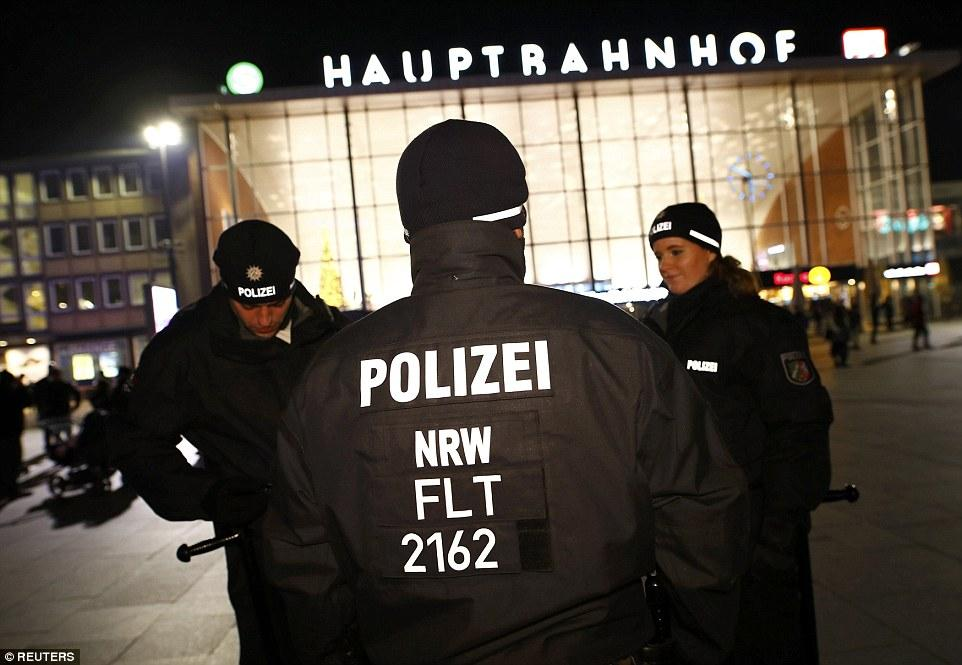 3BBCD7A900000578-4078220-German_police_officers_gather_near_the_Hauptbahnhof_before_New_Y-a-5_1483222800648.jpg