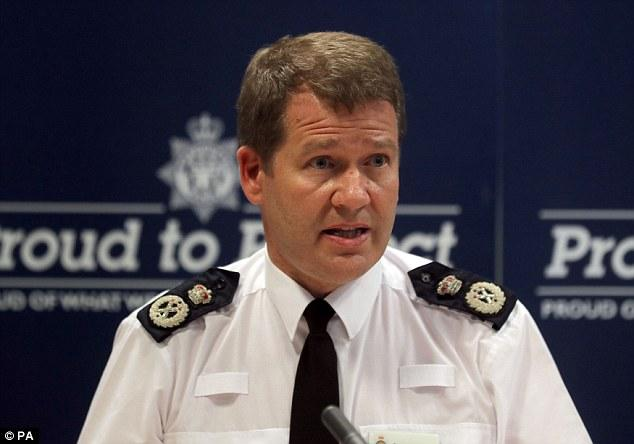 431CEFB000000578-4775164-Northumbria_Police_Chief_Constable_Steve_Ashman_pictured_has_def-a-181_1502293639100.jpg