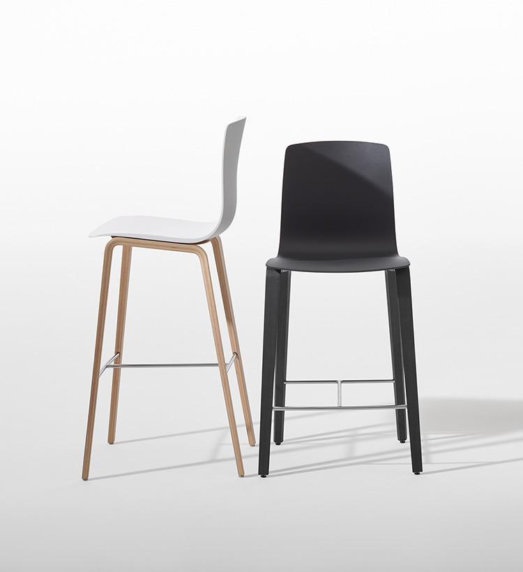 5055_n_Arper_Aava_MarcoCovi_stool_bar counter_4wood-legs_3993 3997.jpg
