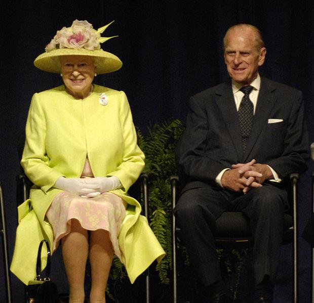 620px-Queen_Elizabeth_II_and_Prince_Philip_visiting_NASA,_May_8,_2007.jpg