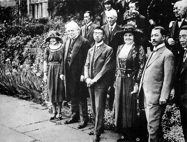 631px-Crown_Prince_Hirohito_and_Lloyd_George_1921.jpg