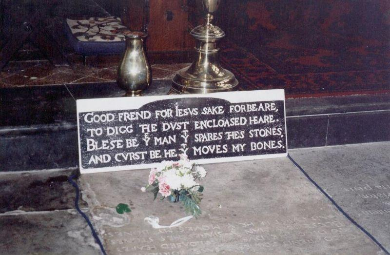 800px-Shakespeare-Tomb-Stratford.jpg