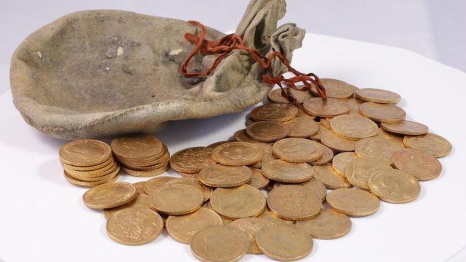 _95163426_coinscoins.jpg