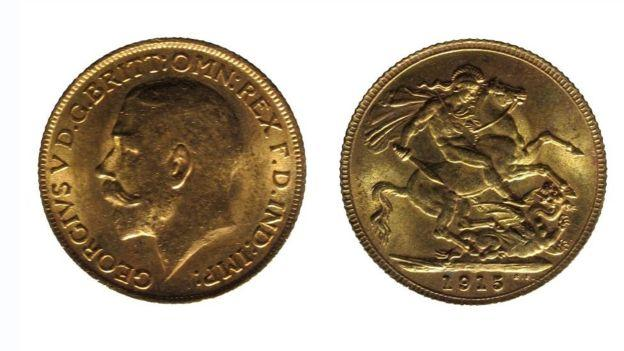 A gold sovereign from the reign of George V is dated 1915.jpg