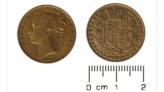 A gold sovereign from the reign of Queen Victoria, dated 1847 is the oldest coin in the hoard.jpg