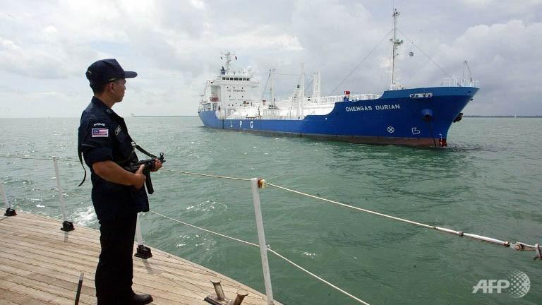 armed-pirates-steal-thai-tanker-oil-cargo-off-malaysia-1398344053-6118.jpg