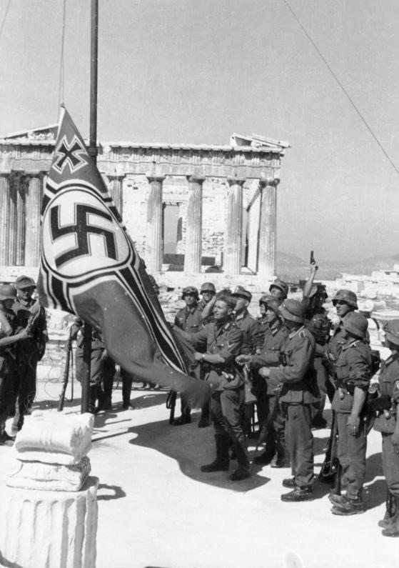 Bundesarchiv_Bild_101I-164-0389-23A,_Athen,_Hissen_der_Hakenkreuzflagge.jpg