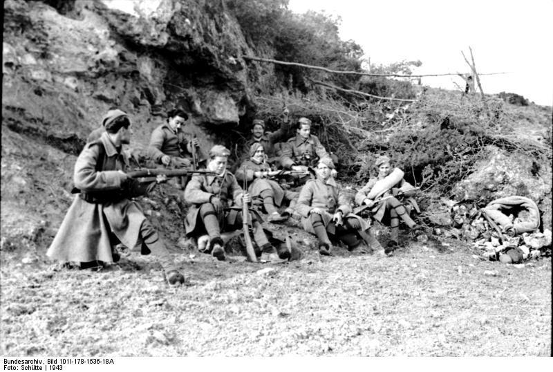 Bundesarchiv_Bild_101I-178-1536-18A,_Griechenland,_griechische_Soldaten.jpg