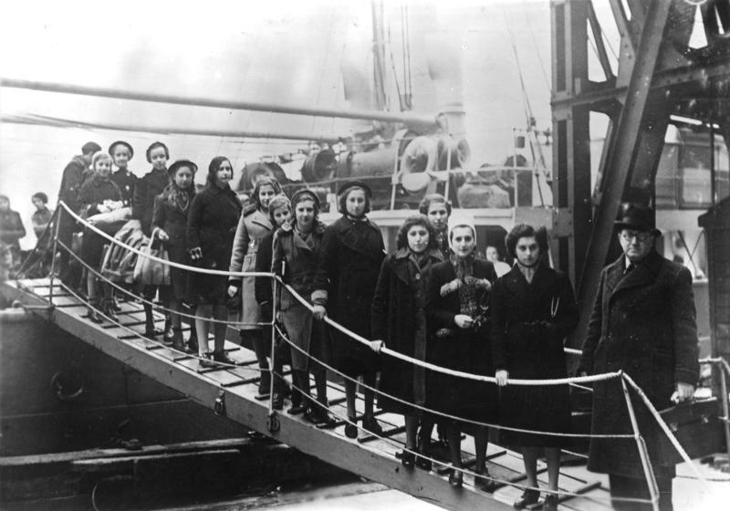 Bundesarchiv_Bild_183-S69279,_London,_Ankunft_jüdische_Flüchtlinge.jpg