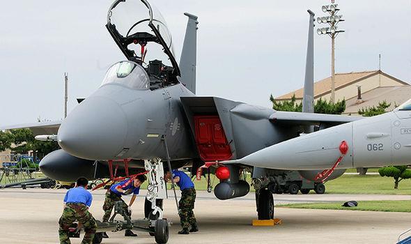 F-15K-bomber-669651.jpg