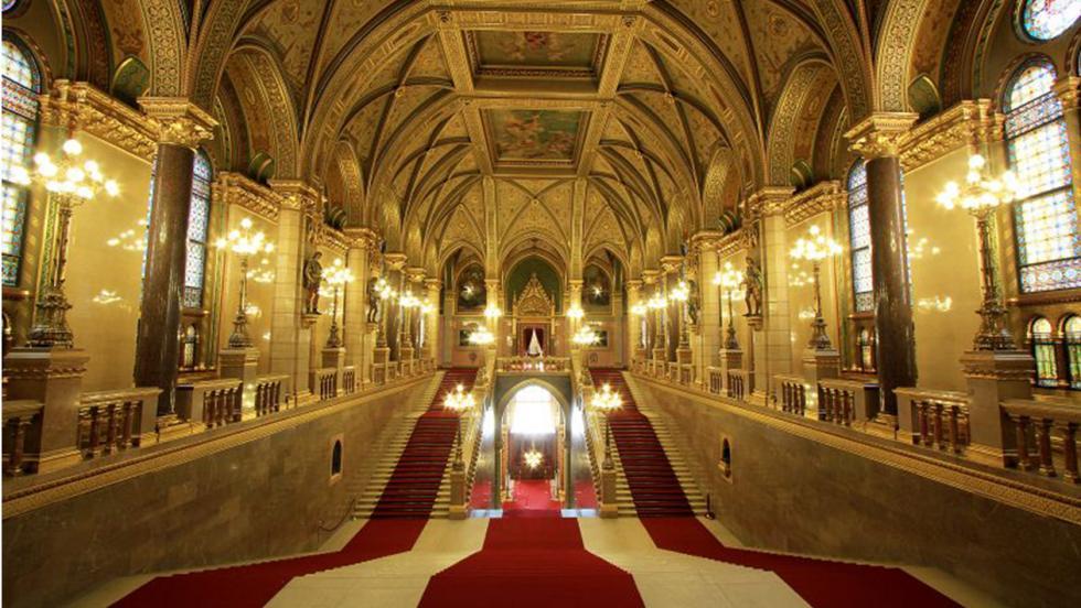 Grand Stairway – Díszlépcsőház.jpg