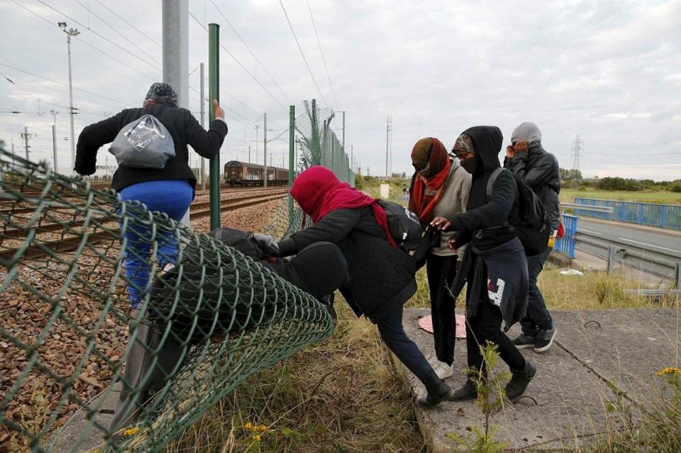 image.adapt.960.high.france_tunnel_migrants_01a.jpg