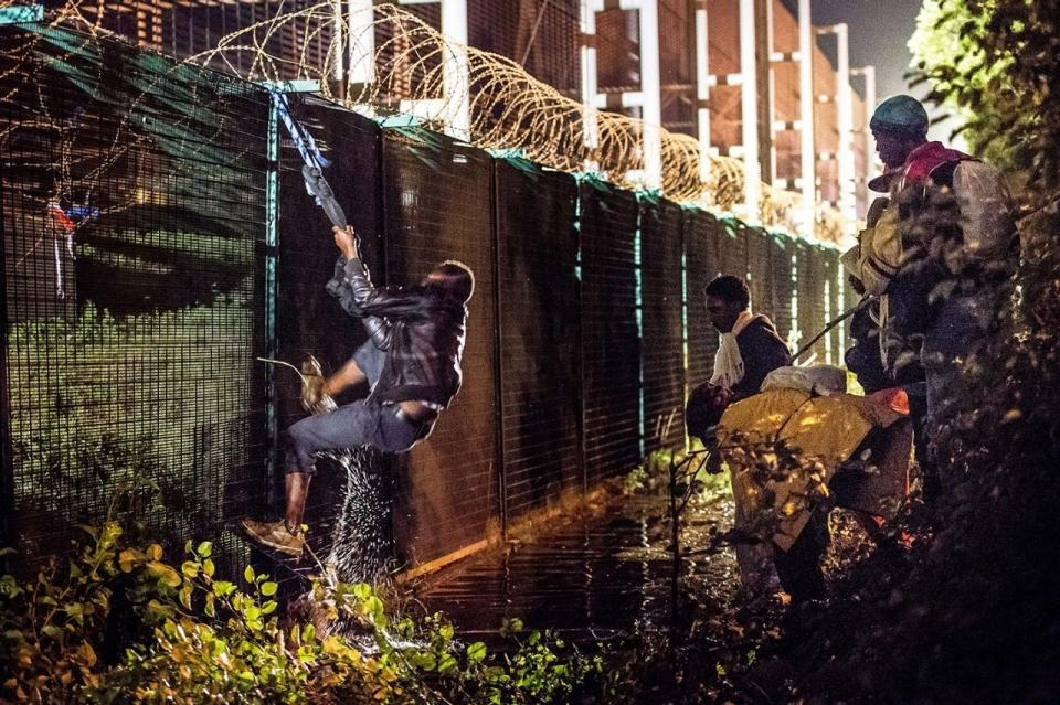 image.adapt.960.high.france_tunnel_migrants_03a.jpg