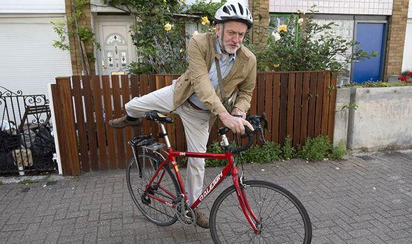 Jeremy-Corbyn-mounting-his-bike-outside-his-Islington-home-733007.jpg