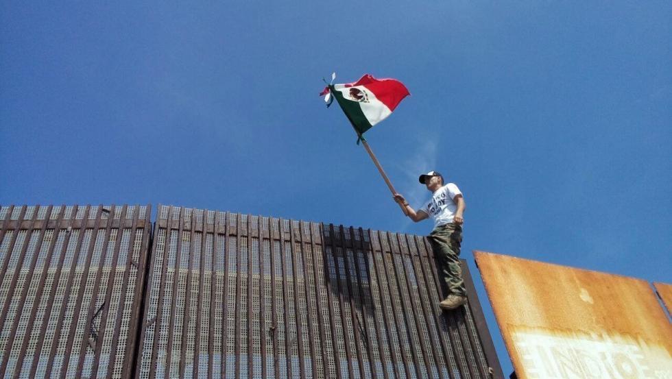 la-fg-mexico-wall-20170316.jpg