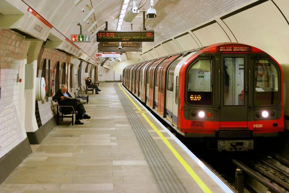 Lancaster_Gate_tube.jpg