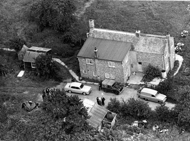 Leatherslade Farm at Oakley Buckinghamshire, where the Great Train Robbers hid.jpg