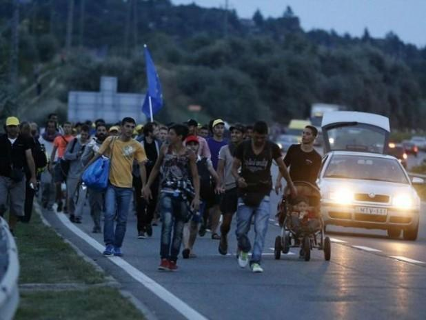 migrants-walk-out-of-Hungary-ap-640x480-618x464.jpg