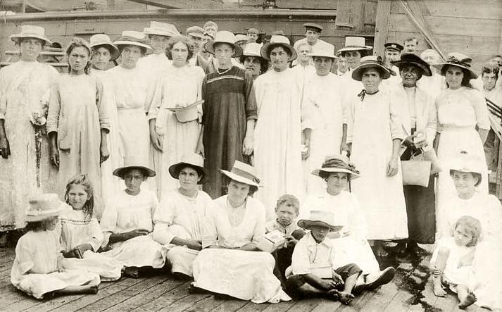Pitcairn_Islanders,_1916.jpg
