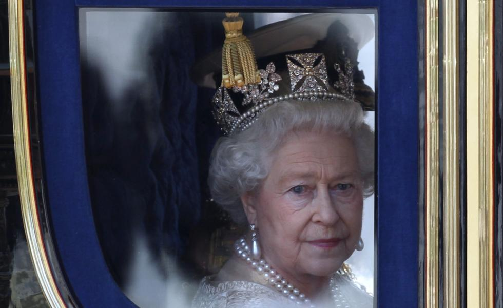 Queen-elizabeth-holy-war-warning.jpg