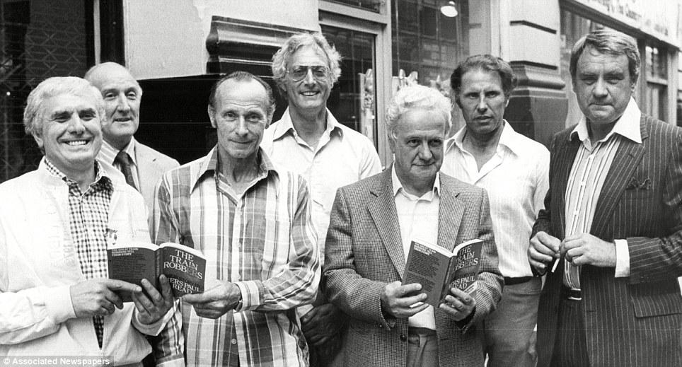 Reynolds, centre, with his accomplices Buster Edwards, Tom Wisbey, Jim White, Roger Cordrey, Charles Wilson and Jim Hussey in 1979.jpg