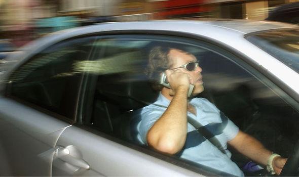speeding-fines-mobile-854719.jpg