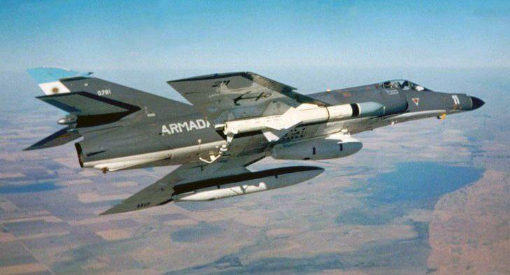 super_etendard_exocet_missile_1.jpg