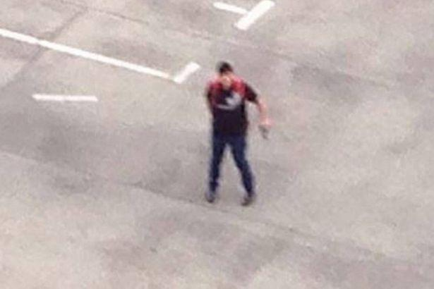 Suspected-shooter-seen-on-the-roof-of-the-Munich-shopping-centre.jpg