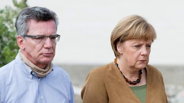 verteidigungsminister-thomas-de-maiziere-und-kanzlerin-angela-merkel-in-kabul.jpg